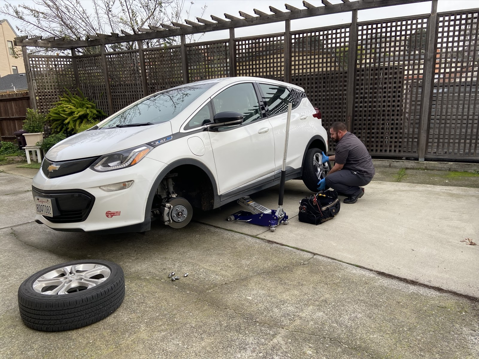 Lyft Mobile Service: A Mechanic in Your Driveway